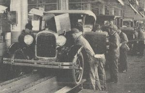 800px-Ford_Motor_Company_assembly_line