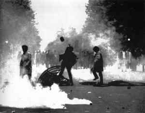 Student-riots-in-Paris_1968