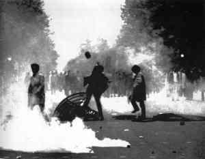 Student-riots-in-Paris_1968