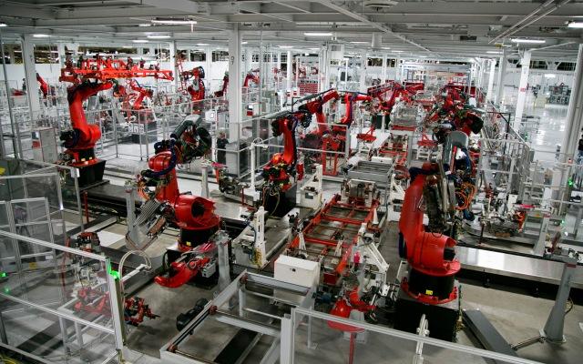 Tesla-multi-tasking-robots.jpg